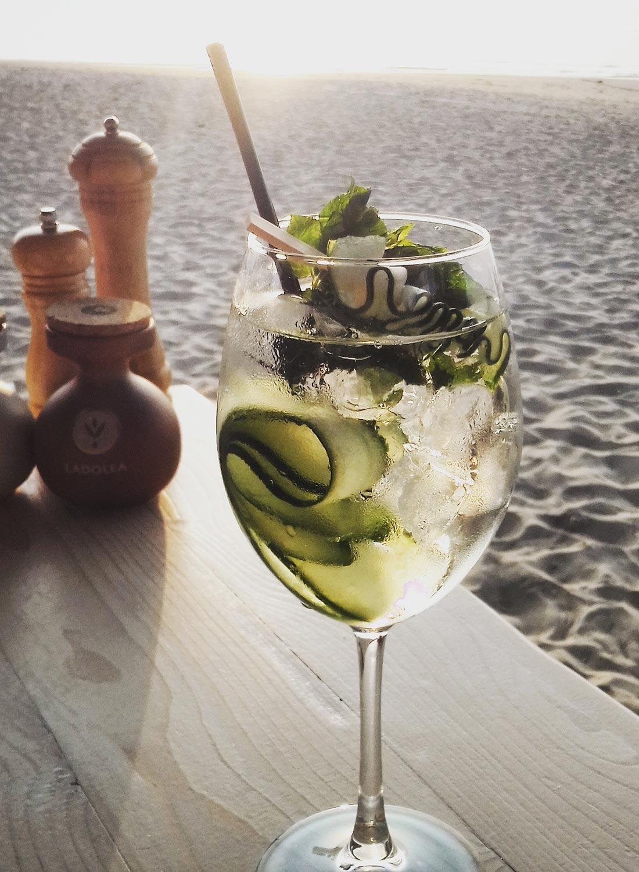 flisvos sportclub naxos greece bar restaurant food drink summer beachclub cocktails
