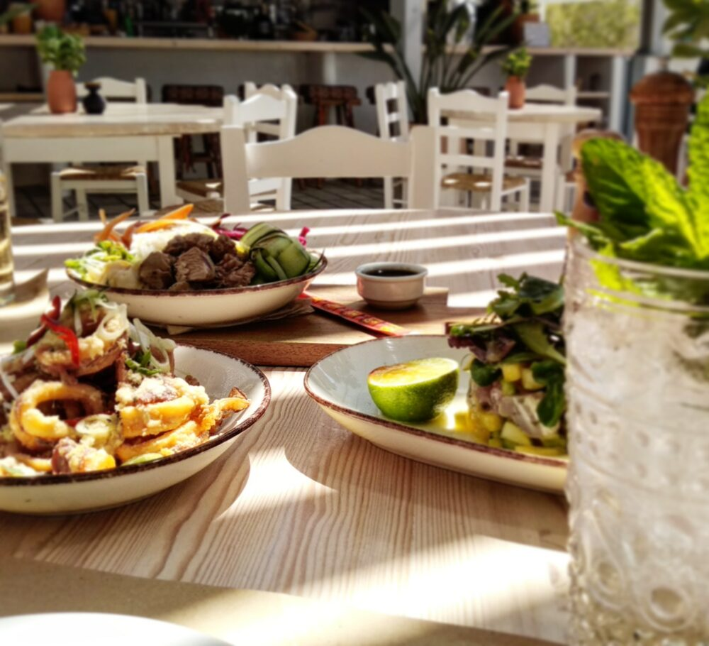 flisvos sport club bar lunch dinner breakfast sunset kitchen cuisine summer 2021 restaurant naxos
