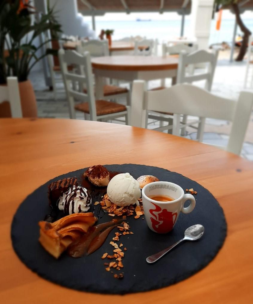 flisvos sport club restaurant bar coffee dessert on the beach naxos greece summer 2021