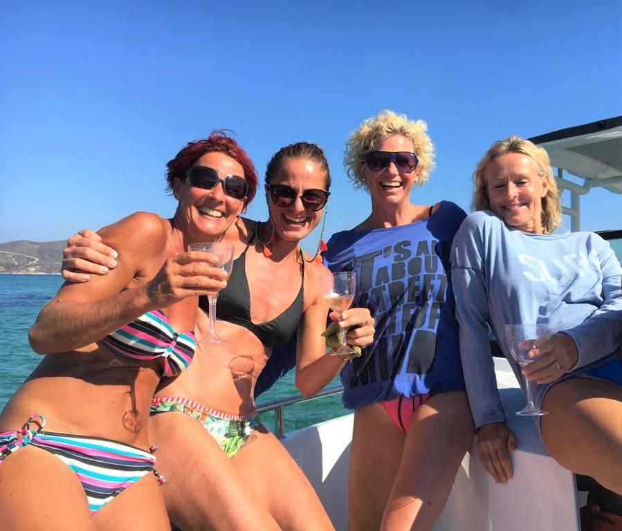 fun action wind axopar 28 TT excursion cyclades seasecret boat trips naxos greece private charter excursion friends vakantie griekenland zomer summer sommer urlaub griechenland flisvos sport club