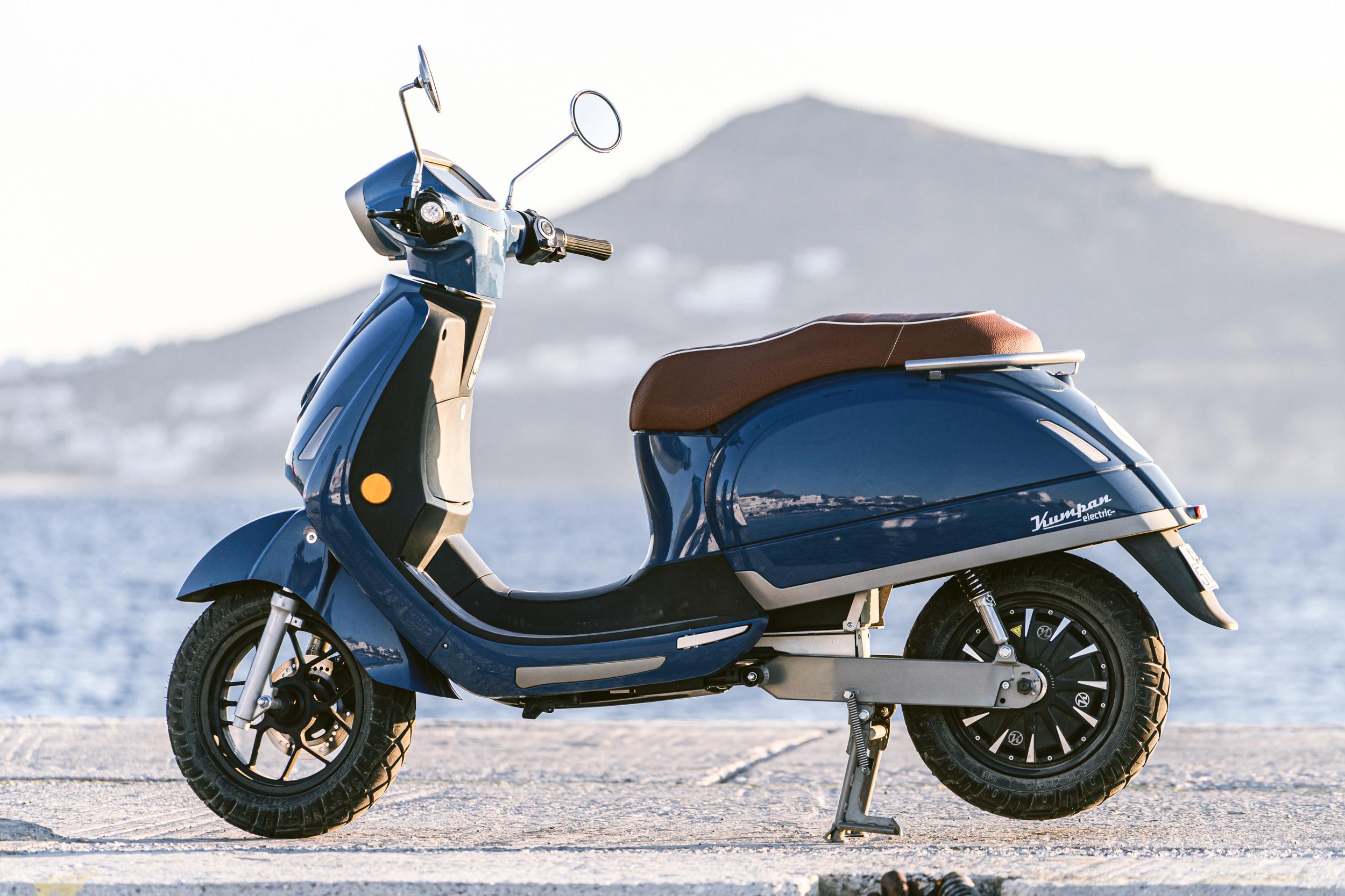 kumpan emobility scooter naxos rental greece flisvos sportclub griekenland vakantie electric zomer island hopping