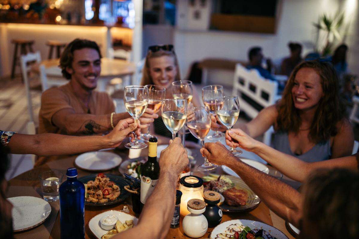 flisvos sport club restaurant naxos greece naxos dinner lunch breakfast evening by the sea trendy hot new boho friends young wine fun